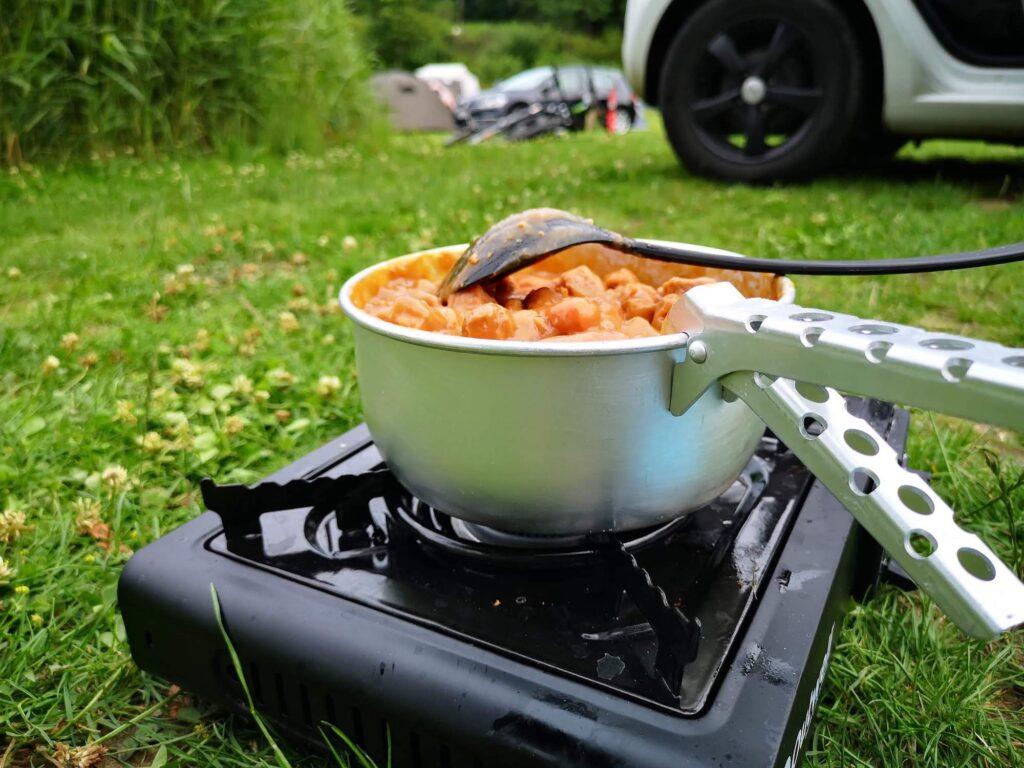 Camping - gasblus med dåsemad
