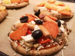 Pita pizza med topping
